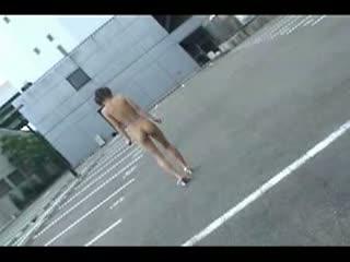 パイパンちっぱい娘がリモコンローター装着し駐車場を全裸歩行!