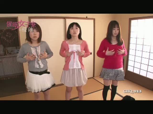 【羽月希】女子大生に集団催眠をかけたらパンティを被って談笑 水川葵