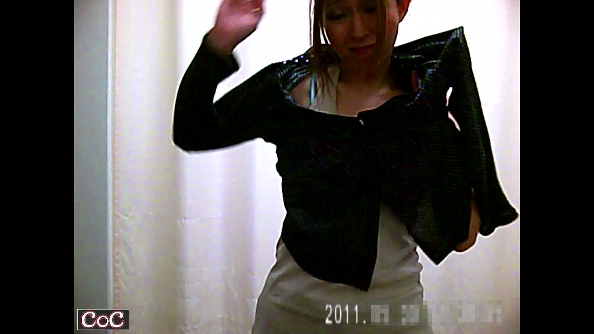 病院に診察にやって来た美乳&巨乳の美女達!更衣室に仕掛けられた盗撮カメラで診察着に着替える姿を盗撮!